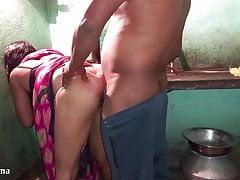 Desi  Maid Ko Makaan Malik Ne Kitchen Me Choda Saree Uthaka